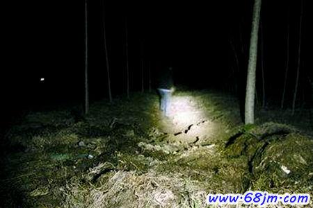 梦见坟场看到鬼火是什么意思?-