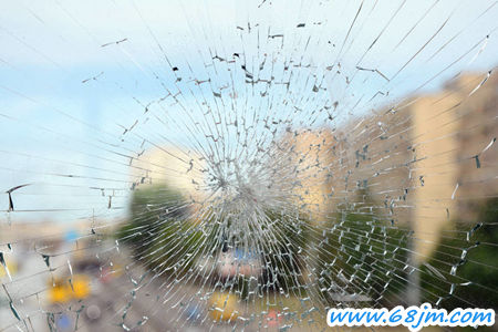 梦见打碎玻璃是什么意思?-