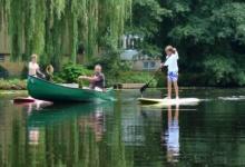 梦见在池塘或湖水中划船